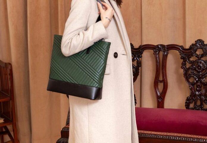 Alege cadoul perfect o geantă din piele naturală sau ecologică la reduceri!
